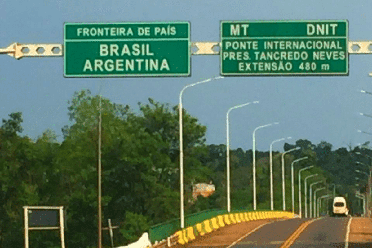 Road between Brazil and Argentina